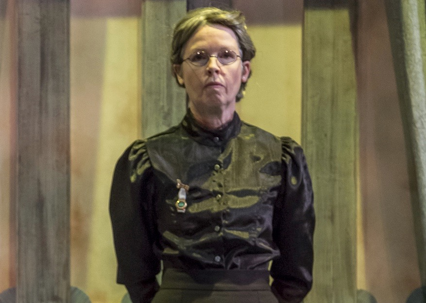 <em>Angel Street</em> by Patrick Hamilton, directed by Peter Zazzali - Kansas Repertory Theatre; Set Design: Mark Reaney; Costume and Lighting Design: Leah Mazur